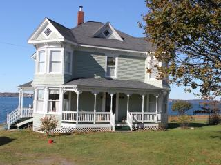 Comfortable House with Deck and Cleaning Service - Welshpool vacation rentals