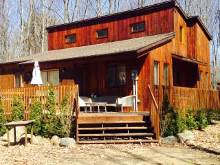 Comfortable Cottage with Deck and Outdoor Dining Area - Penetanguishene vacation rentals