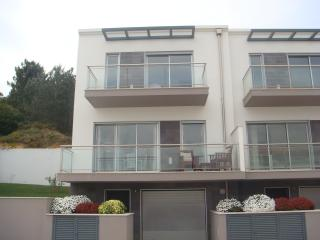 Bright 3 bedroom Salir do Porto Townhouse with Internet Access - Salir do Porto vacation rentals