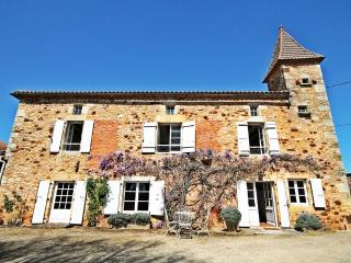 Charming Cottage with Outdoor Dining Area and Television - Sauveterre-la-Lemance vacation rentals