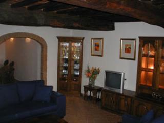 Beautiful 2 bedroom Apartment in San Giustino Valdarno with Outdoor Dining Area - San Giustino Valdarno vacation rentals