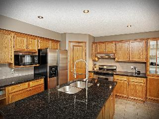Beautiful Home Close to Downtown and Stampede Park - Calgary vacation rentals
