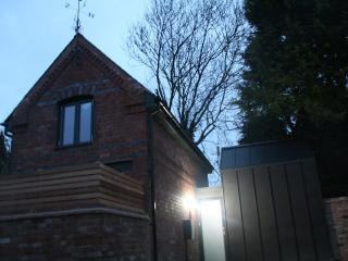 The Coach House, centre of Hereford. H/Speed Wifi! - Hereford vacation rentals