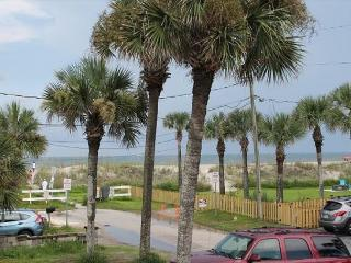 One bedroom, 1 Bath, Flat Screen TV, Steps to Beach and Pet Friendly - Saint Augustine vacation rentals