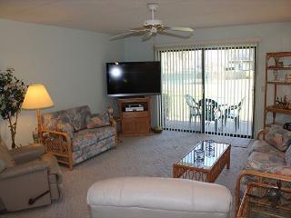 Summerhouse w/ Ocean View - Ground Floor - 2 Bedroom, 2 Bath, Wifi, Flat Screen - Crescent Beach vacation rentals