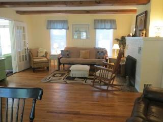 Cozy Cottage in LaPorte with Deck, sleeps 5 - LaPorte vacation rentals