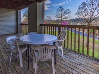 Branson Condo Rental | Eagles Nest | Indian Point | Silver Dollar City | Hot Tub (2710602) - Branson vacation rentals