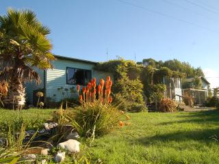 Homely Bramley Cottage - Ruby Bay vacation rentals