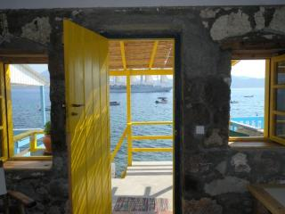 Comfortable 1 bedroom Boathouse in Klima with A/C - Klima vacation rentals