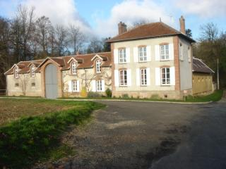 Cozy 2 bedroom Coulommiers House with Internet Access - Coulommiers vacation rentals