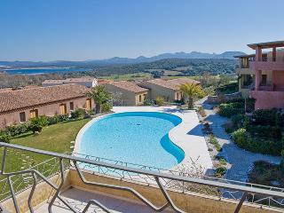 Complesso con piscina Il Fiordo - Porto Pozzo vacation rentals