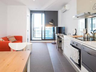 A Homely Melbourne CBD Abode - Melbourne vacation rentals