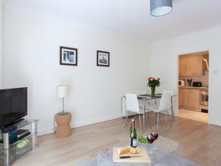 Classic 1 Bed Monument Street Apartments - London vacation rentals