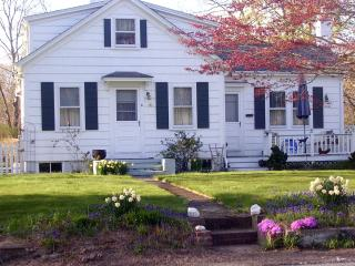 SEPTEMBER Coastal COUNTRY BUNGALOW ~ PET FRIENDLY - Little Compton vacation rentals