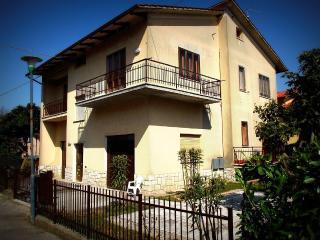 Appartamento ampio, luminoso e silenzioso - Sarteano vacation rentals