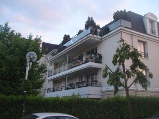 Cozy Chatenay-Malabry Studio rental with Internet Access - Chatenay-Malabry vacation rentals