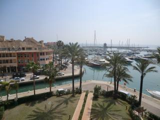 Lovely 3 Bed Penthouse in Puerto Sotogrande - Sotogrande vacation rentals