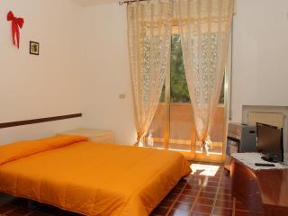 Locale in zona tranquilla e residenziale - San Remo vacation rentals