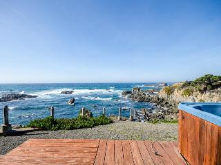 Oceanfront condo w/private hot tub & terrific views; walk to beach - Fort Bragg vacation rentals