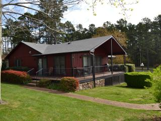 3 bedroom House with Deck in Fairfield Bay - Fairfield Bay vacation rentals