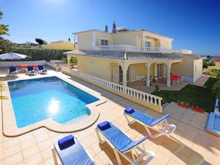 4 bedroom Villa with Internet Access in Carvoeiro - Carvoeiro vacation rentals