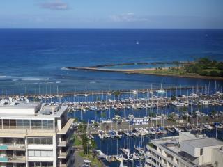 2BR w/Ocean, Sunset, Firework views! Free Parking! - Honolulu vacation rentals