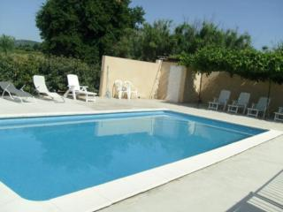 Nice Gite with A/C and Shared Outdoor Pool - Aubignan vacation rentals