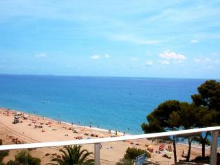 Nice 2 bedroom Condo in Miami Platja with Internet Access - Miami Platja vacation rentals