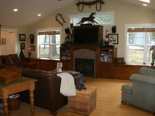 Affirmation Cottage Rental, Art Studio/Gallery - Murphys vacation rentals