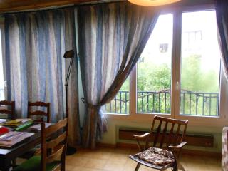 Nice House with Hair Dryer and Porch - Puteaux vacation rentals