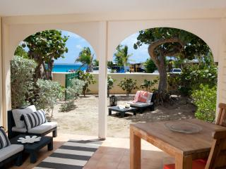 Le COZI - SEA VIEW & BEACH FRONT - - Orient Bay vacation rentals