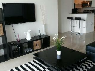 LUXURIOUS AND ELEGANT CONDO. WATERFRONT. - Sunny Isles Beach vacation rentals