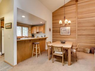 Cozy, dog-friendly home w/ SHARC access to shared pools & hot tub - Sunriver vacation rentals