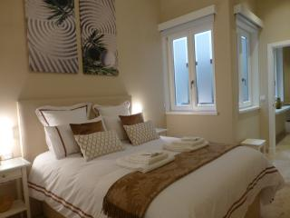 Romantic Condo with A/C and Satellite Or Cable TV in Cadiz - Cadiz vacation rentals