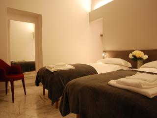 easyhomes Duomo Agnello - one bedroom, for 4 pp - Milan vacation rentals