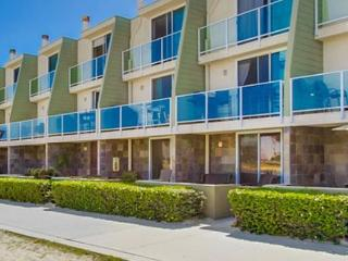 Quiet and comfortable home located directly on the bay front - San Diego vacation rentals