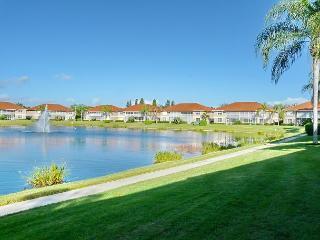 Lakeside condo w/ heated pool, hot tub & short walk to beaches & shopping - Marco Island vacation rentals