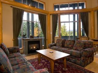 Glacier Lodge 229 | 1 Bedroom + Den, Easy Access to Shops, Cafes and Mountain - Whistler vacation rentals