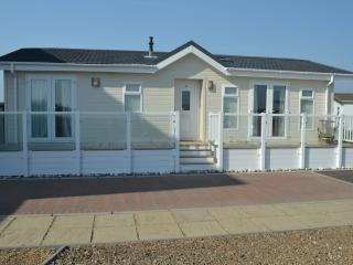 Bracklesham Bay beach lodge - Chichester vacation rentals