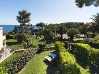 Ochestra 33498 semi detached villa, airconditioning, shared pool, sea at 50 mtr. - Les Issambres vacation rentals