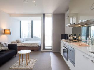 CBD Studio On Top Of The World - Melbourne vacation rentals