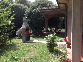 Casa Tessa, house close to Lucca. Big garden. 6+2 - Lucca vacation rentals