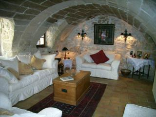 2 bedroom Cottage with Internet Access in Uzes - Uzes vacation rentals