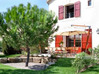Bacchus, luxe et sérénité au Château La Vernède - Nissan-lez-Enserune vacation rentals