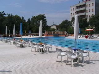 Appartamento in condominio con piscina - Lido Adriano vacation rentals