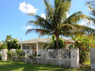 Lovely 2 bedroom West End House with Internet Access - West End vacation rentals
