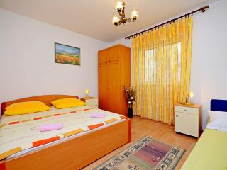 Apartment 4+1 with balcony! - Makarska vacation rentals