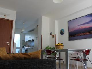 Cozy 3 bedroom Donnalucata House with Short Breaks Allowed - Donnalucata vacation rentals