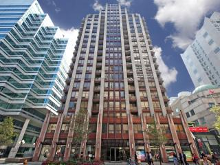 Yonge/Bloor-800sq/ft | 2 bedroom (free Parking) - Toronto vacation rentals