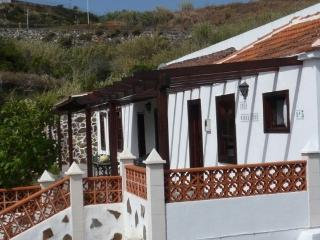 Lovely 2 bedroom Puntallana House with Outdoor Dining Area - Puntallana vacation rentals